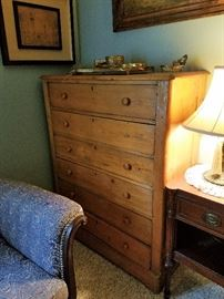 Primitive 6 drawer chest of drawers