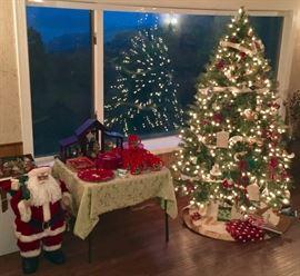 BEAUTIFUL QUALITY CHRISTMAS DECOR. INCLUDING FINE LENOX, LARGE SANTA CLAUS FIGURE & ORNAMENTS.