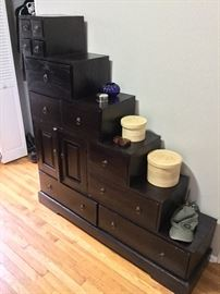 Tonsu stepped cabinet