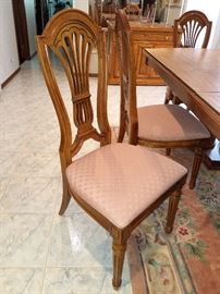 Gorgeous Thomasville dining room set in excellent condition.
