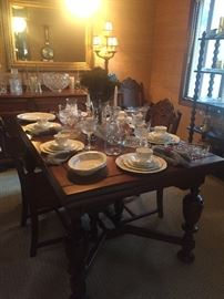 Absolutely BEAUTIFUL Dining Room table with hidden leaves. 2 Arm Chairs / 4 side chairs