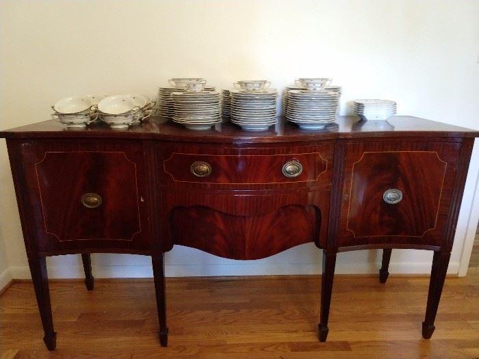 Nicely veneered Edwardian style mahogany buffet.