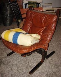 Westnofa Norway Danish Modern Leather Siesta Side Chair By Ingmar Relling and Hudson Bay blanket