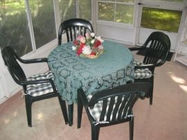 5pc green resin outdoor table & chairs