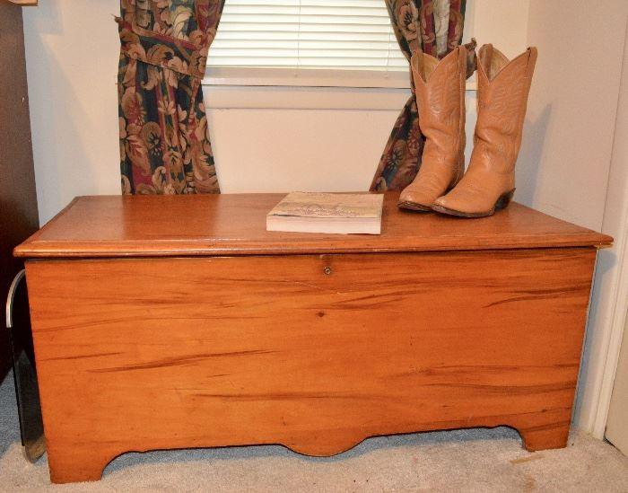 Pumpkin pine chest, cedar lined