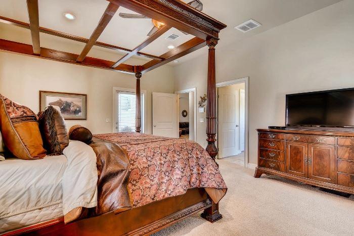 Gorgeous furnishings.