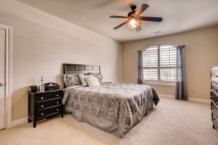 Queen size bed and night stands, dresser, bedding.