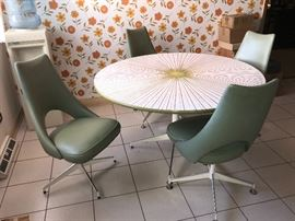 Funky Formica kitchen table and chairs!!