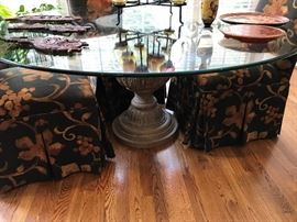 Pedestal round glass top table