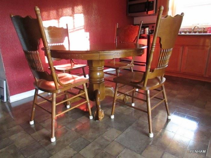 Round oak table with 4 chairs, also has extra wide leaf extension