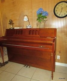 Yamaha Piano w/bench...sounds beautiful too!