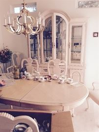 Stanley Dining room set white oak table with 2 leaves  in 8ft long,   6 chairs with 2 armed captain chairs, and 4 armless,   Server 38 inches x 19 inches, Arched  China cabinet with beveled glass shelves. Lights up and makes a stunning display.  Final Sale price 300.00   Monday and Tuesday Sale Final Price $ 300.00