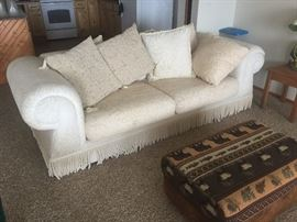 Beautiful sofa... like new condition