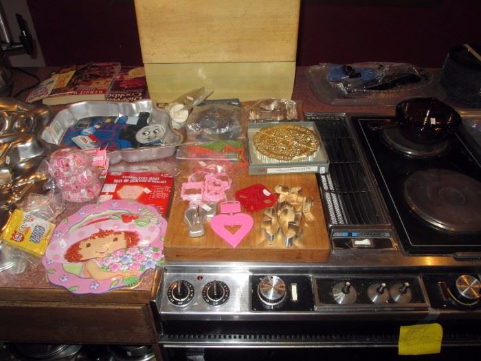 Kitchen:  Cake Tin-Tomas the Train Engine 1994