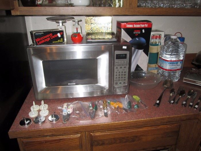 Kitchen:  Microwave Oven