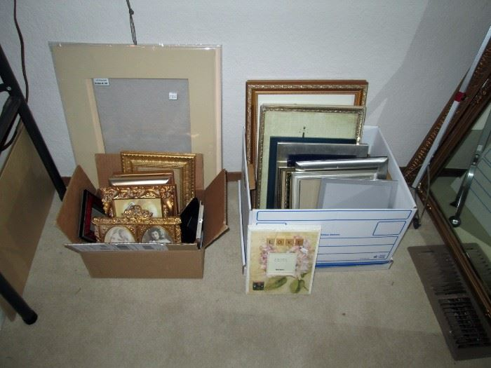UpStairs Center Bedroom: (Close Up) Picture Frames