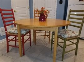 kitchen table and chairs or used for a kids room, rec room, activity table in perfect condition