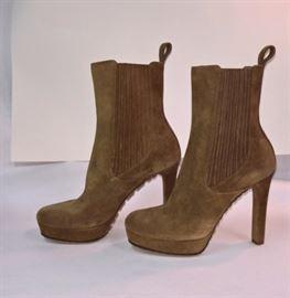 29 -  Gucci Brown Suede-Cudu Boots   Never Worn   Size 37.5