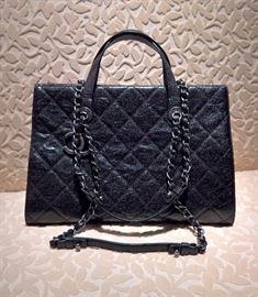 14   Chanel  Caviar Fairlawn Quilted Handbag  Chrome Silver Hardware