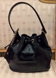 3V  - Salvatore Ferragamo  Sassy Black Leather