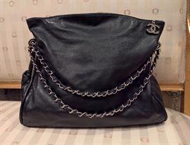 3V  - Chanel Black Leather Bag