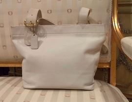 3V  - Coach White Leather Bag with Gold Buckle