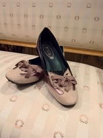 3V  - Tod's Gold, Black and Taupe Suede Driving Mocs   Size 36