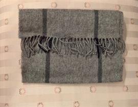 3V  - Saks Fifth Avenue Grey and Black Cashmere Scarf