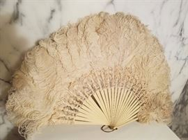 VICTORIAN FRENCH OSTRICH FEATHER LARGE FAN WITH FRENCH LACE AND COLORED BONE STICKS