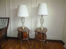Vintage End Tables with Lamps  http://www.ctonlineauctions.com/detail.asp?id=652409