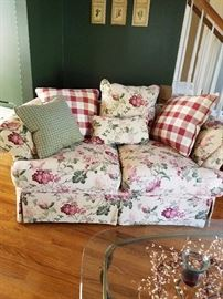 Great Floral Love Seat with coordinating pillow s that match chair