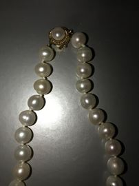 NATURAL PEARL NECKLACE WITH 14K CLASP