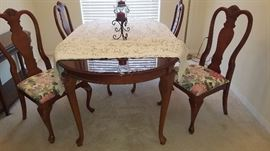 "Dining Room Table & 4 Chairs with Leaf. Oval Shape 42x60 (18"" Leaf) Chairs 20 1/2"" x 40 1/2"""