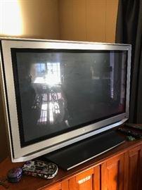 TOSHIBA FLATSCREEN TV