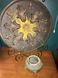 LARGE METAL PLATE WITH STAND