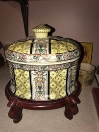 ASIAN HAND-PAINTED OVAL JAR WITH LID ON WOODEN STAND