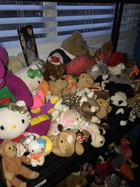 LARGE COLLECTION OF BEANIE BABIES