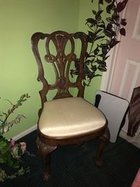 BEAUTIFUL WOODEN UPHOLSTERED CHAIR