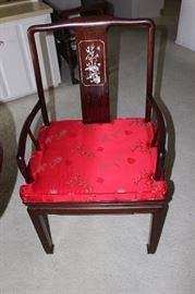 One of 6 dining chairs.
