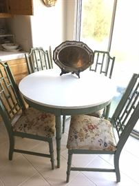Kitchen Table w/4 chairs & table leaf