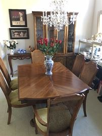 Dining Room Table w/ 6 chairs & table leaf
