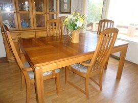 dining table w/6 chairs & leaf