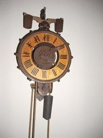 Wall Clock   -  'look Mom, no key needed!