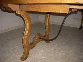 Detail of the legs to the Dining Table set