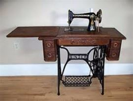 ANTIQUE SINGER SEWING MACHINE MINT CONDITION