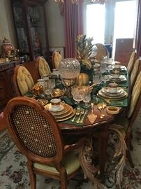 Gorgeous Formal Dining Room Table with 2 Leaves ( Seats 10)