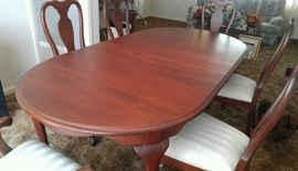 Traditional Cherry Dining Set with 6 chairs, with 2 leaves & pads