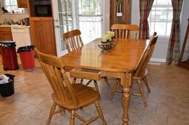 "Wormy Maple Dining Table with 6 Chairs. 30"" Tall X 70"" Long X 42"" Wide Plus 18"" Leaf"