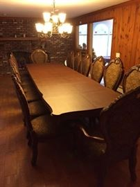 DESIGNER DINING ROOM SUITE OPENS TO 13 FT WITH PADDING AND EXTRAS WOW 14 DINING CHAIRS IN TOTAL TWO CAPTAINS CHAIRS