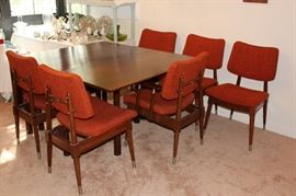 Willett Mid-century Modern Dining Set with 8 Chairs and 2 leaves!